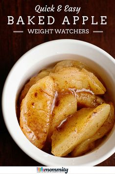 Healthy & Easy Baked Apple Microwave - Microwaves - Ideas of Microwaves - This Baked Apple Microwave Recipe is perfect for an after dinner snack or late afternoon treat. Only 2 weight watchers points plus and perfectly guilt free. Plats Weight Watchers, Weight Watchers Snacks, Weight Watcher Desserts, Weight Watchers Apple Recipes, Weight Watchers Points Plus, No Calorie Foods, Low Calorie Recipes, Low Calorie Desserts, Low Calorie Baking