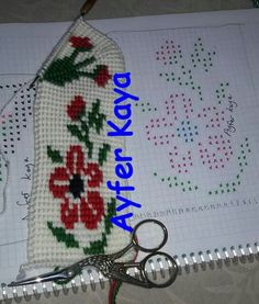 This Pin was discovered by Bed Knitted Baby Clothes, Tunisian Crochet, Crochet Slippers, Baby Knitting, Cross Stitch, Holiday Decor, Floral, Knit Mittens, Knitting And Crocheting