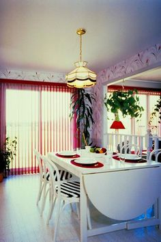 How to Paint a Dining Room Table & Chairs