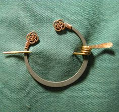(Celtic brooch for men's boutonniere)