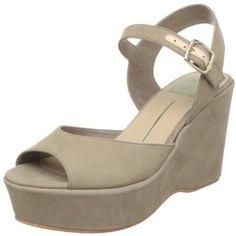Dolce Vita Women's Liza Wedge Sandal (Apparel)