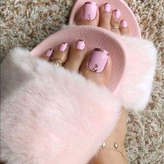 Pink and golden toenail arts - nail arts ideas Pretty Toe Nails, Cute Toe Nails, Cute Toes, Pretty Toes, Fabulous Nails, Gorgeous Nails, Jolie Nail Art, Nail Art Sticker, Summer Toe Nails