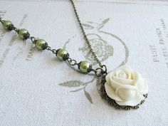 White Flower Green Pearl Necklace. Handmade by romanticcrafts #vintage_style_jewelry #handmade #flower