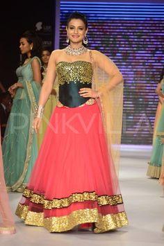 Ameesha Patel walks for Swaroski at IIJW 2014 | PINKVILLA