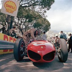 Formula 1 photo: Wolfgang von Trips' Ferrari arrived for the new formula with the its unique shark nose designed by Carlo Chiti, Monaco Grand Prix, Monte Carlo, May Ferrari F1, Ferrari Scuderia, F1 Motor, Motor Sport, Classic Race Cars, Gilles Villeneuve, Monaco Grand Prix, Formula 1 Car, Vintage Race Car