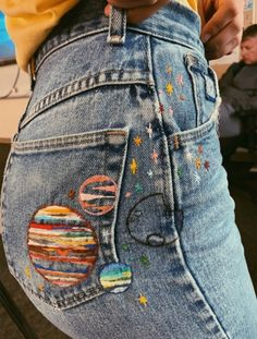Love these boho style embroidered jeans - cool summer street style inspiration Embroidery On Clothes, Simple Embroidery, Embroidered Clothes, Embroidery Art, Embroidery Designs, Jeans With Embroidery, Diy Jeans, Jeans Refashion, Painted Jeans