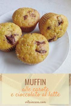 """I muffin alle carote e cioccolato al latte sono smart perché sono un'ottima idea per """"riciclare"""" il cioccolato avanzato delle uova di Pasqua! Muffin, Semi, Breakfast, Food, Home, Morning Coffee, Essen, Muffins, Meals"""