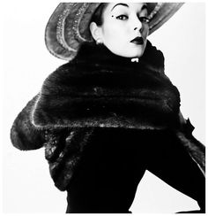 Jean Patchett in Dior fur scarf - Irving Penn, 1950