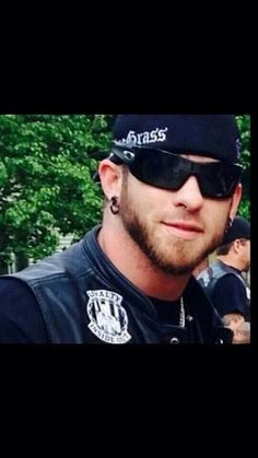 Brantley is on tour and gets a phone call and he heads home. When he … Fanfiction Hot Country Men, Cute Country Boys, Country Music Stars, Country Singers, Badass Aesthetic, I Love The Lord, Brantley Gilbert, Sexy Men, Sexy Guys