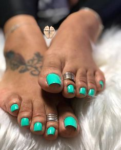 Want some ideas for wedding nail polish designs? This article is a collection of our favorite nail polish designs for your special day. Green Toe Nails, Glitter Toe Nails, Pretty Toe Nails, Cute Toe Nails, Pretty Toes, Feet Nail Design, Toe Nail Designs, Nail Polish Designs, Toe Nail Color