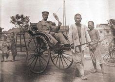 China, Qingdao (Tsingtao), German colonial period 1897–1914.  Rickshaw drivers with a German soldier.  Photo, c. 1900.