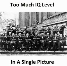Bunch of legends that pioneered the modern science. Photo taken in 1927 at the Solvay Conference. Funny Science Jokes, Amazing Science Facts, Funny School Jokes, Crazy Funny Memes, Really Funny Memes, Amazing Facts, Physics Theories, Physics Memes, Engineering Memes