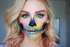 33 Simple Sugar Skull Makeup DIY Halloween Makeup Ideas Halloween is one of the best holidays. The costumes, decorations, makeup makes it all worth it. Here are 33 simple sugar skull makeup looks to inspire you. Sugar Skull Make Up, Sugar Skulls, Maquillaje Sugar Skull, Makeup Looks 2018, Halloween Makeup Looks, Halloween Kostüm, Halloween Karneval, Halloween Skull Makeup, Alien Makeup