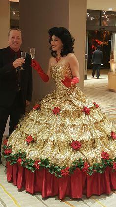 Strolling champagne hoop dress table