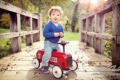 Photo d'enfant et famille, photographe Pierre Marion, Lyon - Saint-etienne. Pont en bois, couleur.
