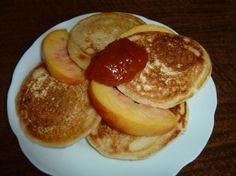 Výborné lievance bez kysnutia Dessert Recipes, Desserts, Pancakes, Breakfast, Food, Drink, Ideas, Tailgate Desserts, Morning Coffee