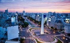 Obelisco en la 9 de julio y Corrientes. Buenos Aires.