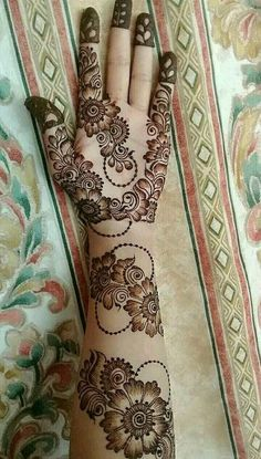 Mehndi henna designs are searchable by Pakistani women and girls. Women, girls and also kids apply henna on their hands, feet and also on neck to look more gorgeous and traditional. Henna Hand Designs, Mehndi Designs Finger, Floral Henna Designs, Full Hand Mehndi Designs, Simple Arabic Mehndi Designs, Mehndi Designs For Beginners, Beautiful Mehndi Design, Modern Mehndi Designs, Simple Henna