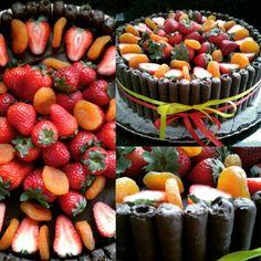Bolo de chocolate, morangos e damascos