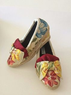 Espardenyes muy comodas y elegantes. Hay que probar. Costume, Sewing Projects, Espadrilles, Stylish, Cute, Shoes, Fashion, Decorated Shoes, Floral Shoes