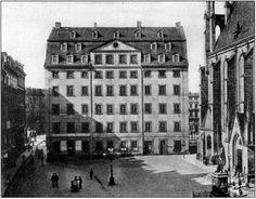 Johann Sebastian Bach war ein deutscher Komponist, Kantor sowie Orgel- und Klaviervirtuose des Barock. In seiner Hauptschaffensperiode war er Thomaskantor zu Leipzig. Er ist der prominenteste Vertreter der Musikerfamilie Bach und gilt heute als einer der bekanntesten und bedeutendsten Musiker überhaupt. Insbesondere von Berufsmusikern wird er oft als der größte Komponist der Musikgeschichte angesehen.[2][3] Seine Werke beeinflussten nachfolgende Komponistengenerationen und inspirierten…