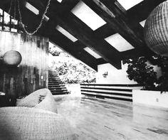 Vista hacia la entrada principal, Casa de playa Carrillo, calle Almendros, Las Brisas, Acapulco, Guerrero, México 1965  Arq. Ricardo de Villafranca  Foto. Ikerne Cruchaga -   View towards main entrance, Carrillo beach house, calle Almendros, Las Brisas, Acapulco, Guerrero, Mexico 1965