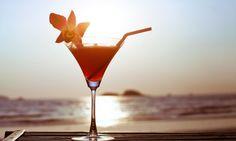 Hoy os proponemos10 cócteles refrescantes para triunfar en tus fiestas de verano, desde lo más clásico a lo más innovador.