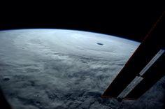 El tifón más grande del año visto desde la EEI (Reid Wiseman, 2014)