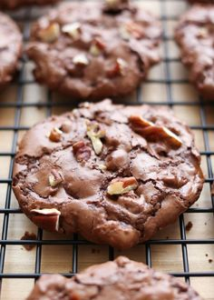 Flourless Chocolate Turtle Cookies are crisp and chocolatey with plenty of chewy caramel throughout each bite. The original Flourless Chocolate Brownie Cookies are awesome cookies that can be stirred together in just a few minutes. Flourless Chocolate Brownies, Chocolate Brownie Cookies, Chocolate Turtles, Chocolate Morsels, Turtle Cookies, Köstliche Desserts, Delicious Desserts, Dessert Recipes, Gluten Free Sweets
