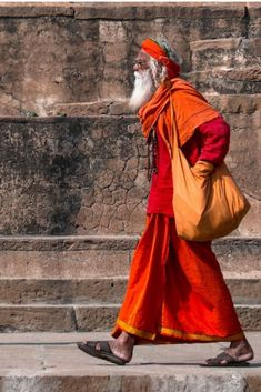 Tourist Places in Varanasi. up to now, is the only place that left me speechless and shocked. If you haven't visit Varanasi, you haven't visited India. Varanasi, India Tour, India India, India Art, Delhi India, Yoga India, Cut Out People, Indian People, Visit India