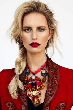 Love this whole look ! If I can grow it out to mid length Id love to try to grow my hair out this long and wear this style !