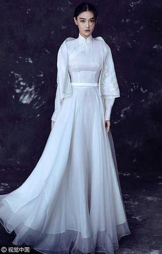 China Entertainment News: Actress Zhang Xinyu shoots for fashion photos Harajuku Mode, Harajuku Fashion, Oriental Dress, Oriental Fashion, China Mode, Traditional Gowns, Chinese Clothing, Chinese Dresses, China Fashion