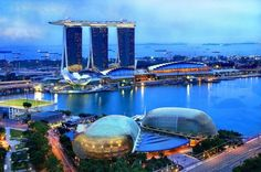 11 Beauteous Places Only For Your Eyes, Singapore skyline , The Iconic Floating Cruiser