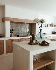Monochromatic setup Interior Design Kitchen, Kitchen Decor, Küchen Design, Home Kitchens, Kitchen Remodel, Sweet Home, New Homes, House Styles, Balinese Interior