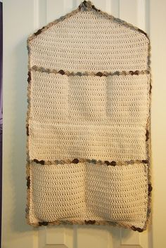 Door Catch All, *free* pattern from Lily Sugar 'n Cream. This would be a nice baby shower gift to include with a pkg of diapers & all those little things needed for baby's changing station :-) (pic from Ravelry Project Gallery) . . . . ღTrish W ~ http://www.pinterest.com/trishw/ . . . . #crochet #organizer.