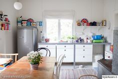 keittiön sisustus,kirppissisustus,kirppislöydöt,keittiön pikkutavarat,keittiön tasot