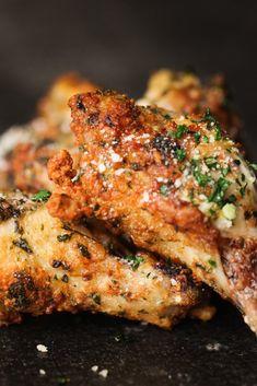Garlic Parmesan Chicken Wings in an Air Fryer Recipe Air Fry Chicken Wings, Parmesan Chicken Wings, Seafood Recipes, Cooking Recipes, Cooking Food, Dinner Recipes, Curry Recipes, Salad Recipes, Dinner Ideas