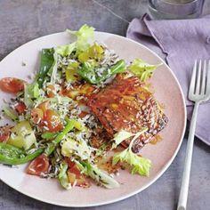 Schmeckt nach Urlaub und karibischer Lebensfreude: Der Fisch wird vor dem Garen im Ofen mit Jerk, einer feurig-würzigen Paste, eingerieben - »hot and...