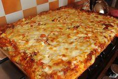 Вкусная и простая семейная пицца. Когда ее ешь, понимаешь какая это вкуснятина! Приготовьте и все поймете сами! Ингредиенты: Яйца — 2 Штуки Майонез — 3 Ст. ложки Мука — 3 Ст. ложки Колбаса — 150 Г…