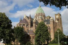 Prinses Beatrix bij bijeenkomst gerestaureerde Kathedrale Basiliek Sint Bavo | Nieuwsbericht | Het Koninklijk Huis