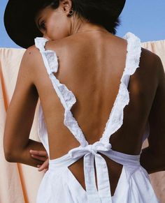 The best spring and summer outfits are low back white lace dresses with a cute straw hat. Oh and don't forget Charles Albert Sterling Silver accessories. Fashion Details, Look Fashion, Fashion Outfits, Fashion Trends, 90s Fashion, Fashion Bloggers, Street Fashion, Retro Fashion, Women's Fashion