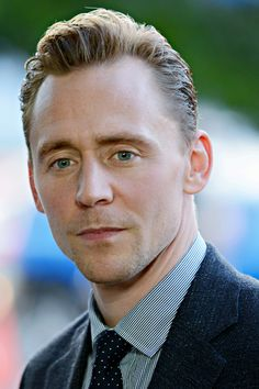 Tom Hiddleston attends the premiere of AMC's The Night Manager at DGA Theater on April 5, 2016 in Los Angeles, California. Full size image: http://ww4.sinaimg.cn/large/6e14d388gw1f3zyn4z9obj2334334x6r.jpg Source: Torrilla, Weibo