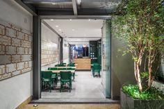http://retaildesignblog.net/2013/12/27/deliqate-restaurant-by-fgmf-arquitetos-sao-paulo-brasil/