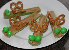 Getting your kids to eat healthy can be hard! But making healthy snacks into shapes to make them fun can do the trick! We love anything bug related. Cute Snacks, Healthy Snacks For Kids, Kid Snacks, Summer Snacks, Sunday School Snacks, School Lunch, Preschool Snacks, Preschool Classroom, Preschool Learning
