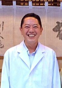 ゲスト◇利久庵/水谷弘(Hiroshi Mizutani)1967年生まれ。明治大学卒業後、横浜・伊勢佐木町の「割烹山田屋」で修業。その後、利久庵に戻り、2007年に代表取締役として同店を任される。2008年、「室町一丁目會」の青年部会長に就任、現在は2期目(1期2年間)に入る。