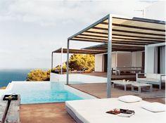Une piscine comme le prolongement d'une terrasse