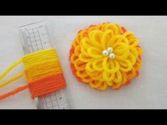 Hand Embroidery Amazing Trick - Easy Woolen Flower with Scale - Sewing Hack Pom Pom Crafts, Flower Crafts, Yarn Crafts, Yarn Flowers, Diy Flowers, Hand Embroidery Flower Designs, Diy Crafts Room Decor, Woolen Flower, Woolen Craft