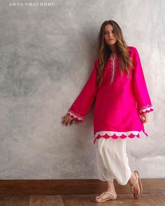 Beautfully Designed Raw Silk pink kurta with scalooped on Daman and Arms. For order ad Quries Dm us👍 . Stylish Dress Designs, Designs For Dresses, Stylish Dresses, Simple Dresses, Pakistani Fashion Casual, Pakistani Dresses Casual, Pakistani Dress Design, Kurti Designs Pakistani, Kurti Sleeves Design