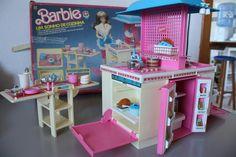 Cozinha da Barbie - Anos 80 Barbie I, 80s Kids, Cute Toys, Nostalgia, Accessories, Toys From The 80s, Dollhouse Toys, Antique Toys, Mockup