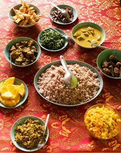 A typical rice and curry combination. It's perfectly normal to have a serving of rice accompanied by a spoonful of all the other curries and sambols. In Sri Lanka rice is traditionally the meal at lunch time. Rice Recipes, Indian Food Recipes, Asian Recipes, Ethnic Recipes, Sri Lankan Curry, Sri Lanka Holidays, Sri Lankan Recipes, Beste Hotels, C'est Bon